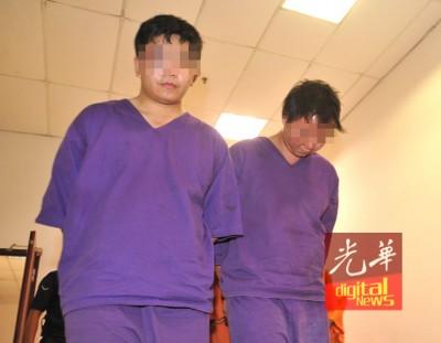 两名绑匪周三被带上法庭申请延扣,他们的脸部都有瘀伤。