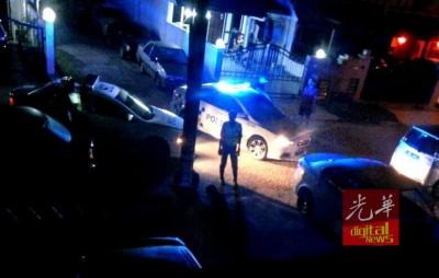 警方封锁案发现场后搜证调查。