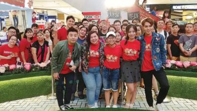 左起:邱文博、张文盈、曾重凯、陈子颖及刘界辉莅临槟城合您广场为电影造势。