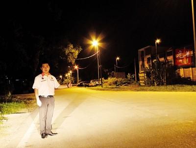 刘国南漏夜巡视,打昔IGB街灯重新亮起。