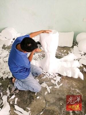 雕刻鸡脚和鸡爪过程。