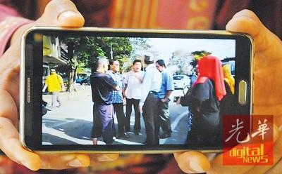 照抄影片段显示法米阿布峇卡在到打西汝了巴刹后,遇一多人死。