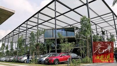 全马首座森林工厂开幕,这充满绿意的外观让人以为是休闲公园。