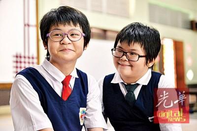 颜俞萱(左起)与颜柔儿还上怎样去看和安抚特殊学生。