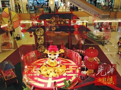 """双威嘉年华广场今年的新春主题相当""""红""""!"""