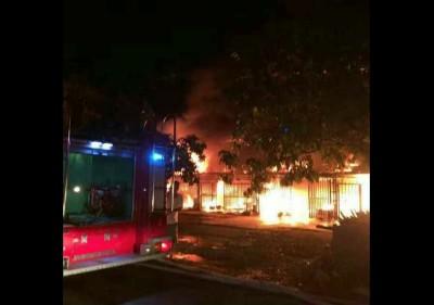 吉打港口斯里博特拉华人村在新年来临前,疑遭人纵火引发火灾。