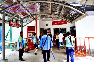 乘客们受促只在柜台购买车票。