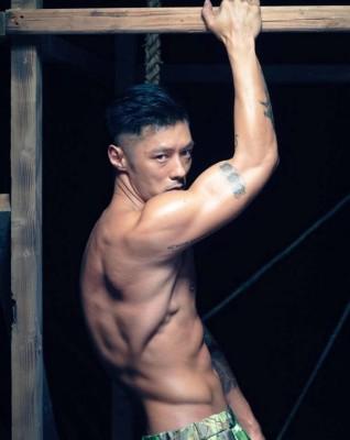 余文乐花了10个月操出大肌肌。