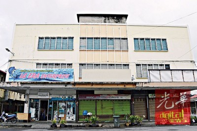玻璃市港口国泰戏院,如今整座建筑物已经改为店屋及货仓。