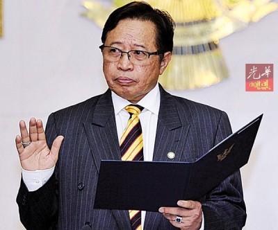 阿邦佐哈里宣誓及签署反贪宣言。