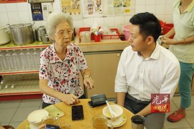 卢界燊闻讯后也第一时间赶到松鹤轩,希望可再喝一杯凉茶,和陈素娴再聊聊天。