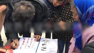 有村民自发为这名老父签名请愿,希望法院能够从轻发落。