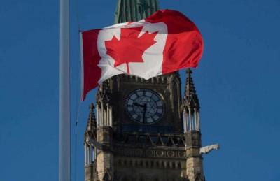 渥太华和平塔下半旗悼念枪击死难者。