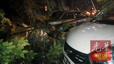 巨石从斯里爱多丽公寓后山坠下,压毁2部小车。
