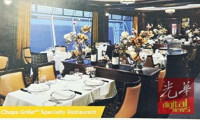 窗外海连天,窗内春如海的邮轮餐厅。