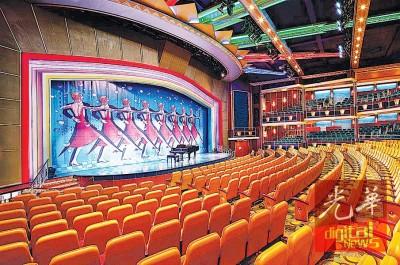 """""""海洋水手号""""内宽敞的剧院。"""