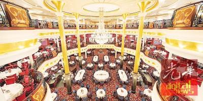 挑高三层的主餐厅装潢十分有情调。