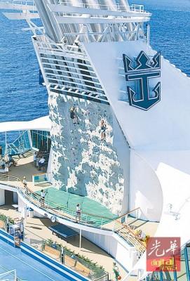 海洋航行高达200英呎的一幅攀岩壁,绝对能满足一众喜欢户外运动的旅客。