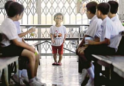 因无国籍公民身份,新学年开课无法报读樟仑育民华小的小耀春。