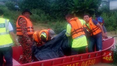 警署及消拯人员寻获莫哈最终法随此的尸体,未雨绸缪载向太平间。