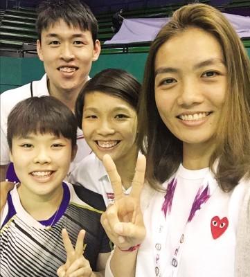 吴堇溦(左一)、邹美君(中)、陈健铭和赖沛君(右一)将代表大马出征亚洲混合团体赛。