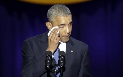 欧巴马在告别演说中不禁落泪。(法新社照片)