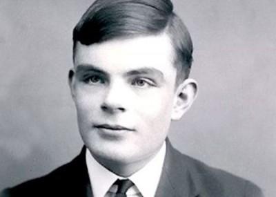 图灵是二战时的解码专家。
