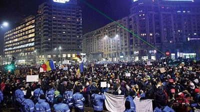 罗马尼亚新政府推出紧急政府法令,引起全国连日示威。(法新社照片)