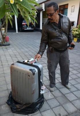希冀中行李箱为当时收藏希拉尸首的行李箱。