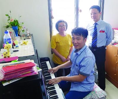 钢琴是玮廷的其中爱好。