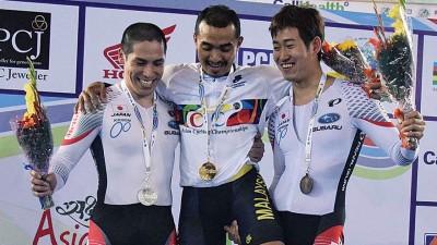 阿兹祖和另两位得奖者。