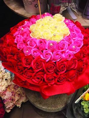 圆玫瑰也是情人节礼物的首选之一。