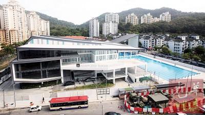 湖内市政厅体育馆耗资2140万令吉建成,馆内更拥有最高10米高跳台。