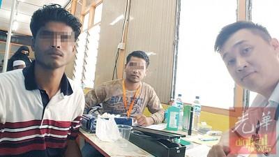 薛科翔(右)为两名罗兴亚人提供义诊服务。
