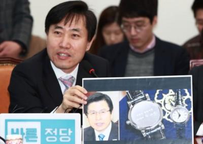 """何泰强批评黄教安此举是将总统朴槿惠被弹劾一事当作""""国家悲剧""""来纪念。"""
