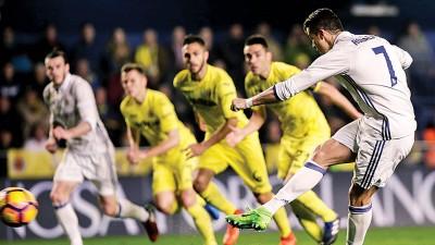C罗(7号)主罚点球一瞬间,他在西甲打进第57个点球,超越了皇马传奇乌戈桑切斯,成为了西甲历史上罚入点球最多的球员。