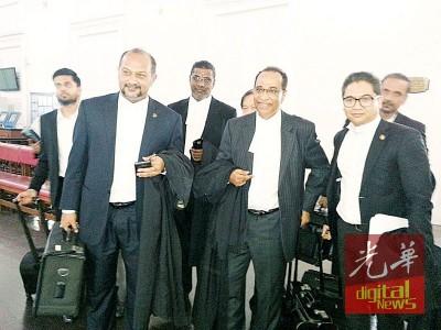 林冠英与彭丽君豁免出庭,双方各由哥宾星(左二)与希旦峇兰(左四)等律师代表出庭闻讯。