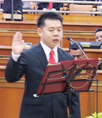刘国南代表非政府组织出任新届市议员。