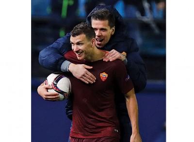 罗马的波黑前锋哲科(前者)目前以8球在欧联杯射脚榜领跑。