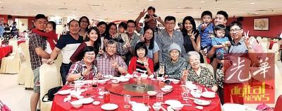 伍校长家人几天前,还与她一起共渡过新春的团聚,大家一起吃团圆饭。