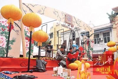 鸡年庙会与以往庙会将有大不同,这次中央舞台将以春晚台的全新面貌示人。