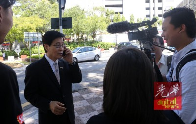韩籍男子(左)指到全国警察总部商讨科技事宜,而非与金正男有关。
