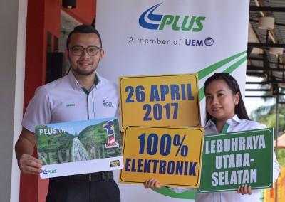 4月26日起,所有南北大道收费站落实电子收费制,驾驶人士需使用PLUSMiles、一触即通卡或SmartTAG缴过路费。