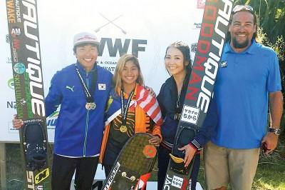 阿丽雅(左2)力压两号日本选手获得金牌。