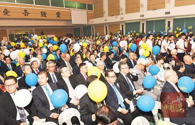 约2000名海内外锺灵校友及师生齐欢庆锺灵百年校庆。