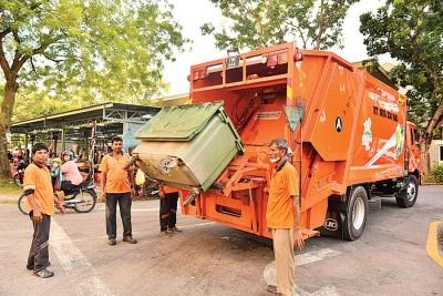 为了要消化大年初一的全槟岛垃圾量,垃圾车必须行驶182趟,较平常来得更高。