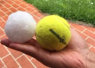 冰雹体积有如网球。