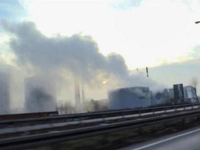 德国西部城市奥伯豪森一家化学公司的硫酸,从储存槽外泄后形成毒云。