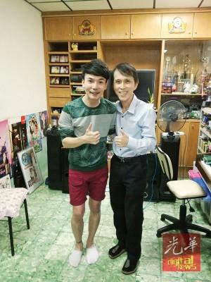 周振隆曾安排奕斌两名恩师黄浚维(左起)及庄登钟见面交流。