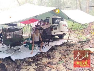 林亚国生前酷爱休闲旅行,常与友人或带上家人驾着四轮驱动车前往景点区扎营。